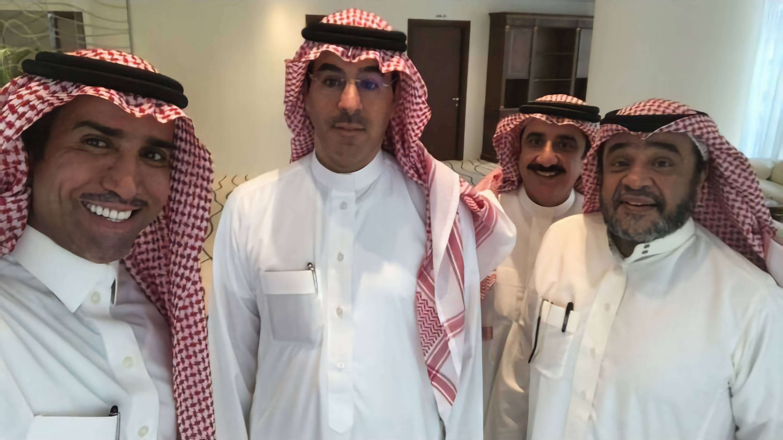 صورة بعد 10 سنوات من الانفصال وزير الاعلام السعودي يجمع أشهر نجوم الكوميديا السعوديين
