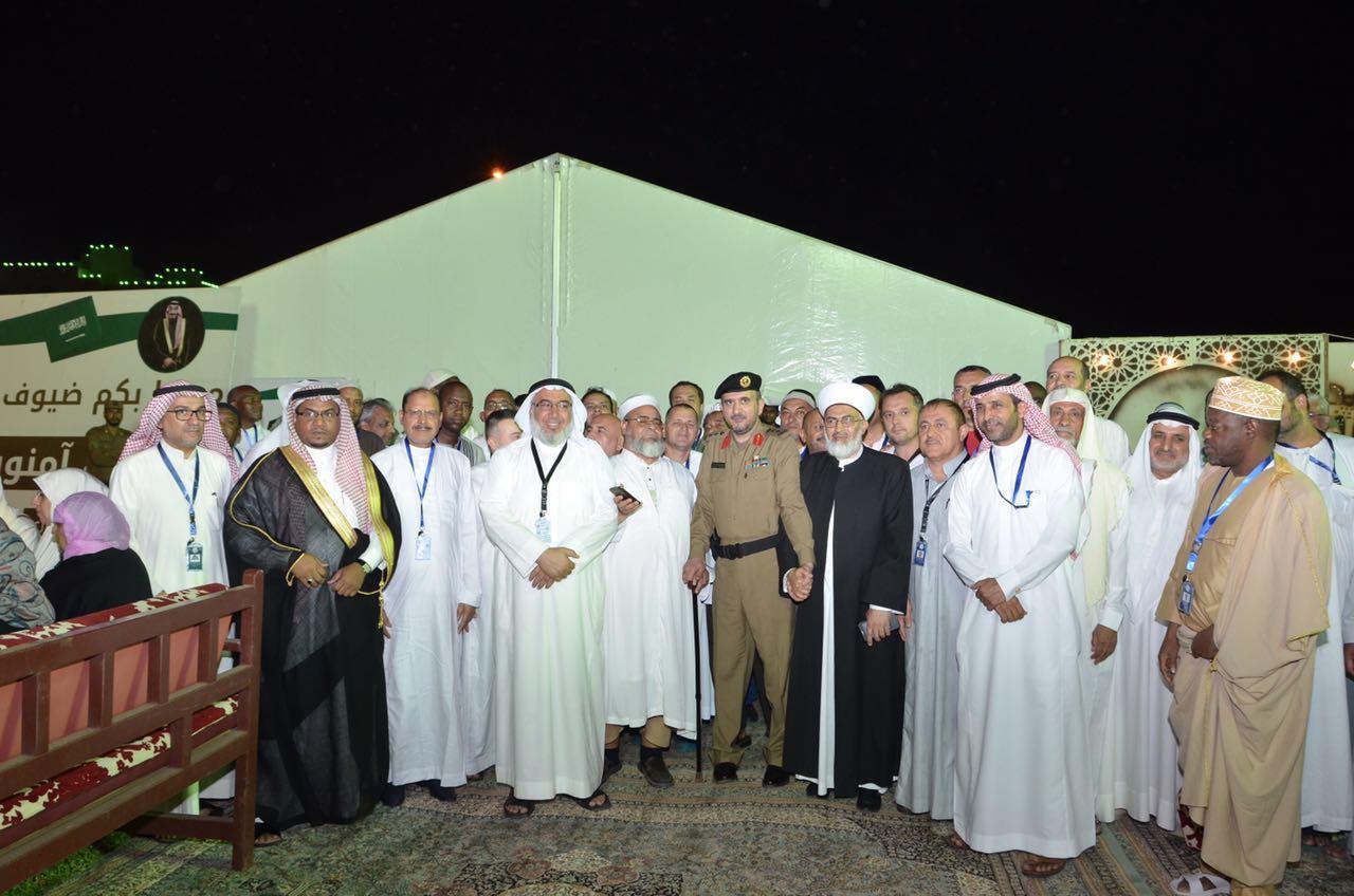 صورة وفد رابطة العالم الاسلامي يقدم الشكرم والثناء للمملكة لجهودها الكبيرة في خدمة الحجاج