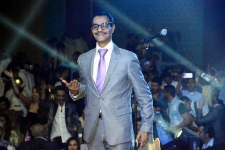 صورة حفل جماهيري ضخم بالقاهرة للفنان رابح صقر وشركة روتانا .
