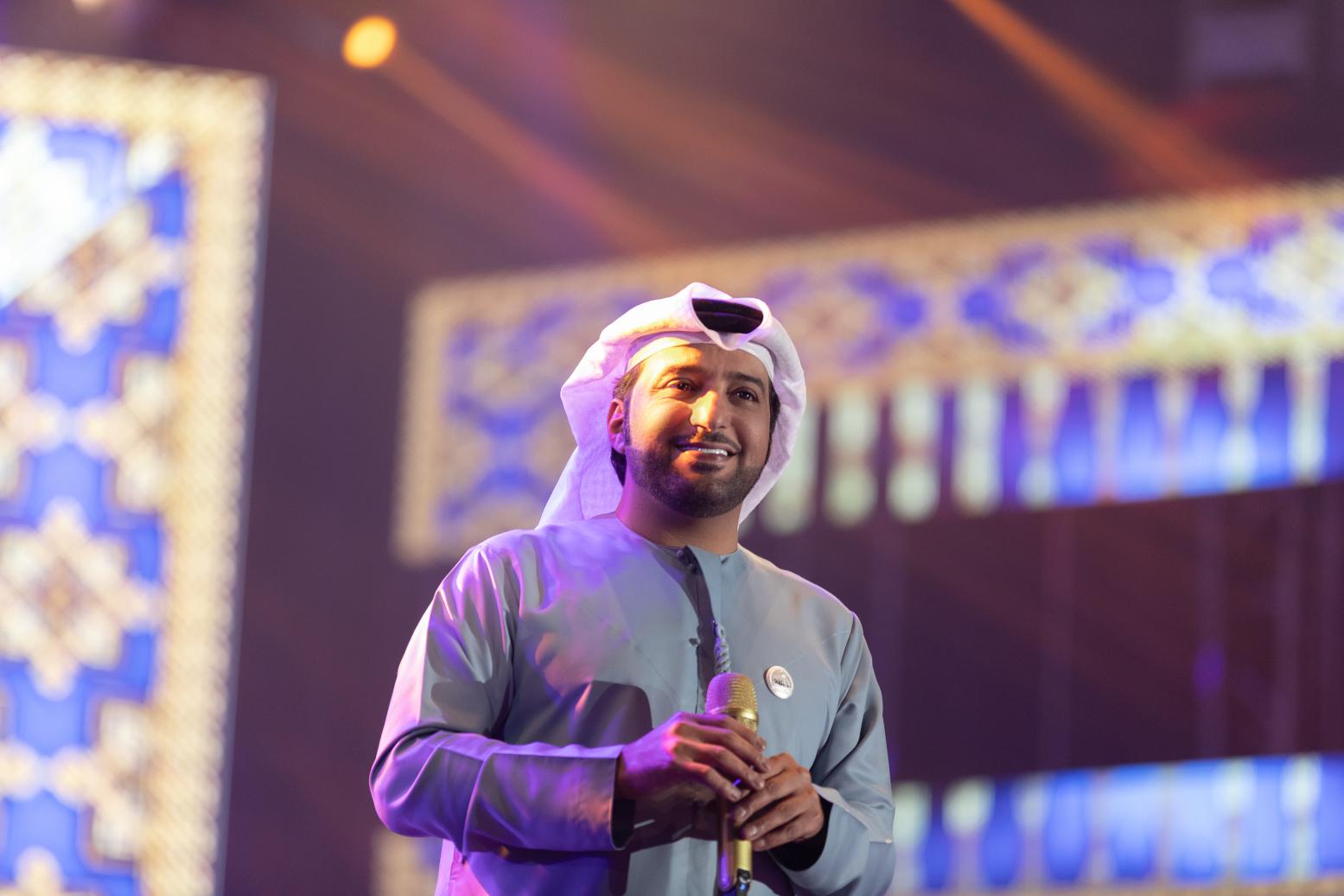 صورة النجم عيضة المنهالي يحتفل بالعيد الوطني بحفل ضخم