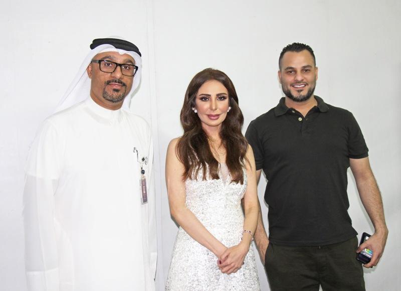 صورة الخوار يجمع النجم فيصل الجاسم والنجمة عريب حمدان في معرض دبي العالمي للقوارب