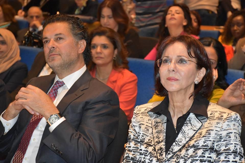 صورة السفير راغب علامة … ينادي بحقوق المرأة من بيروت