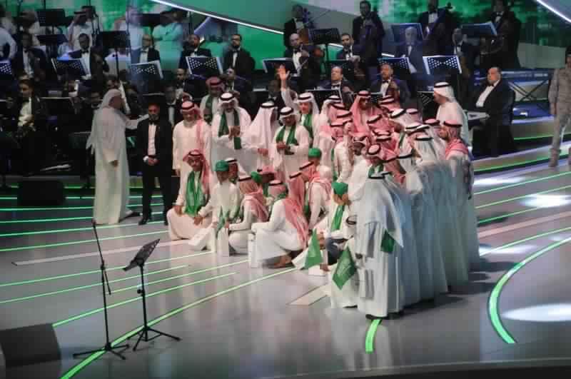 صورة ثورة حب يقوم بها نجوم الخليج في اليوم الوطني السعودي