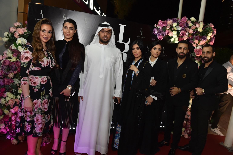 صورة كوكبة من نجوم الفن والجمال والاعلام في افتتاح صالون لورانس في دبي