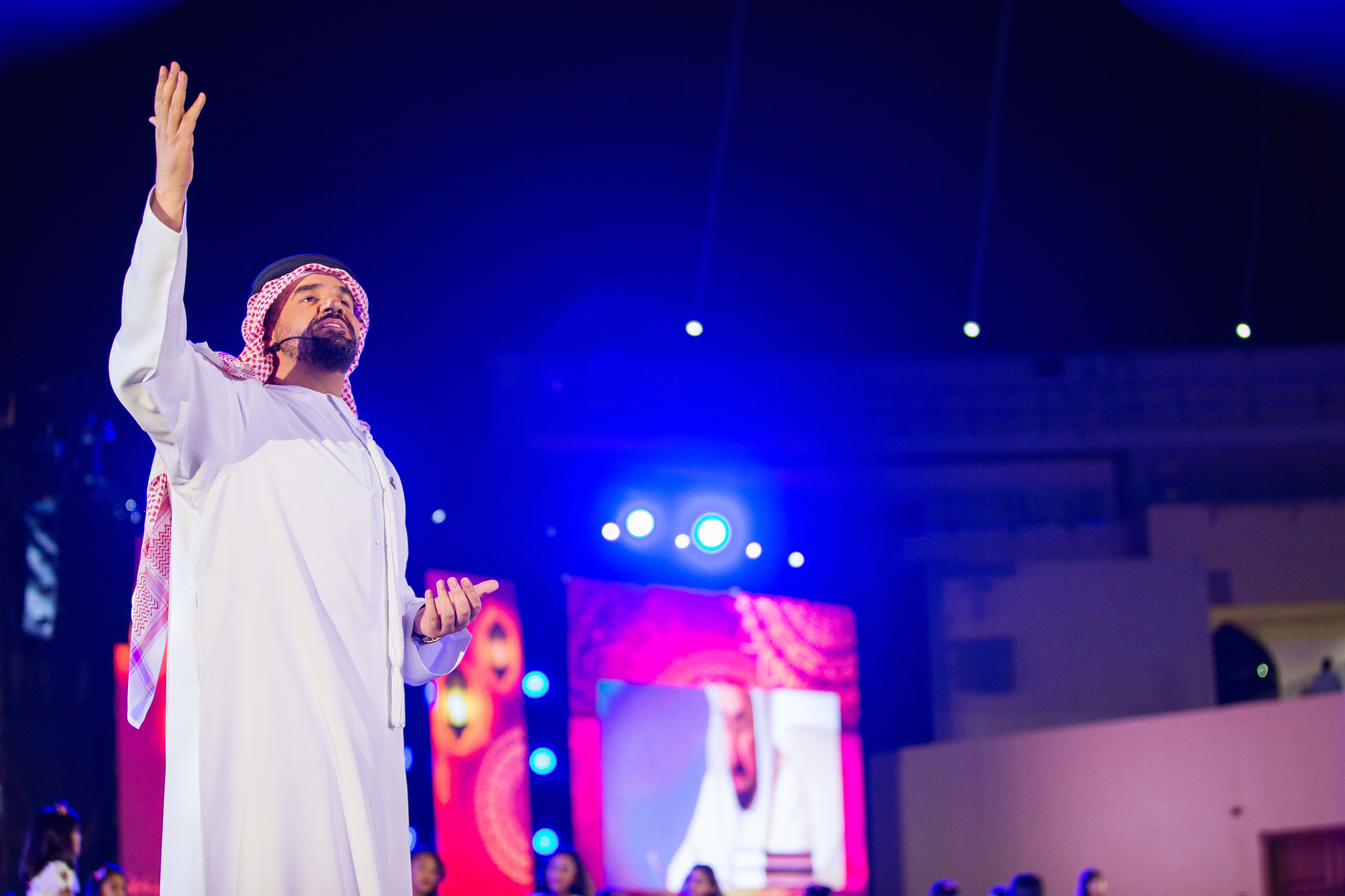 """صورة أطلق كليب """"أهل العزم"""" إحتفالاً باليوم الوطني الـ46 حسين الجسمي يعزف ألحان الحب و الولاء للوطن والقادة بين أرجاء الإمارات"""