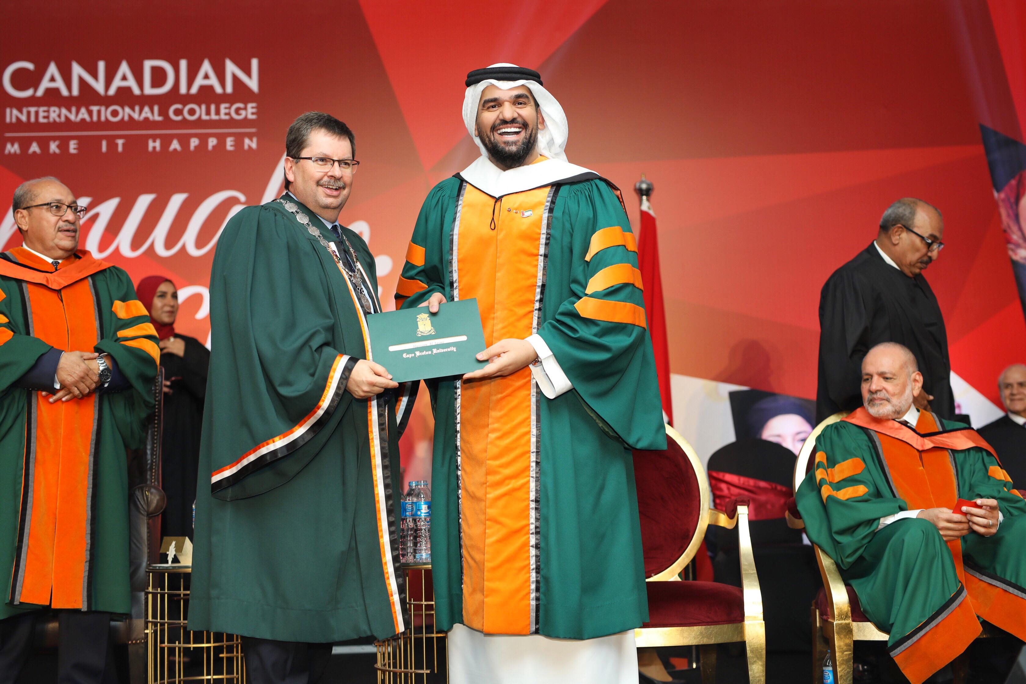 صورة الكلية الكندية تكرم حسين الجسمي وتمنحه الدكتوراه الفخرية