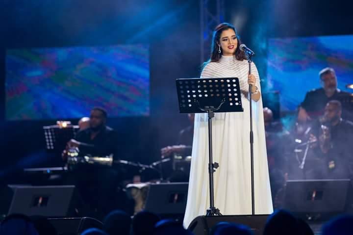 صورة تكريم بلقيس في مهرجان الشارقة للموسيقى العالمية