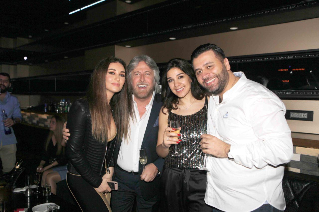 صورة الاعلامي د . جمال فياض وباقة من الاصدقاء يحتفلون بعيد ميلاد المحامي اللبناني داني خاطر