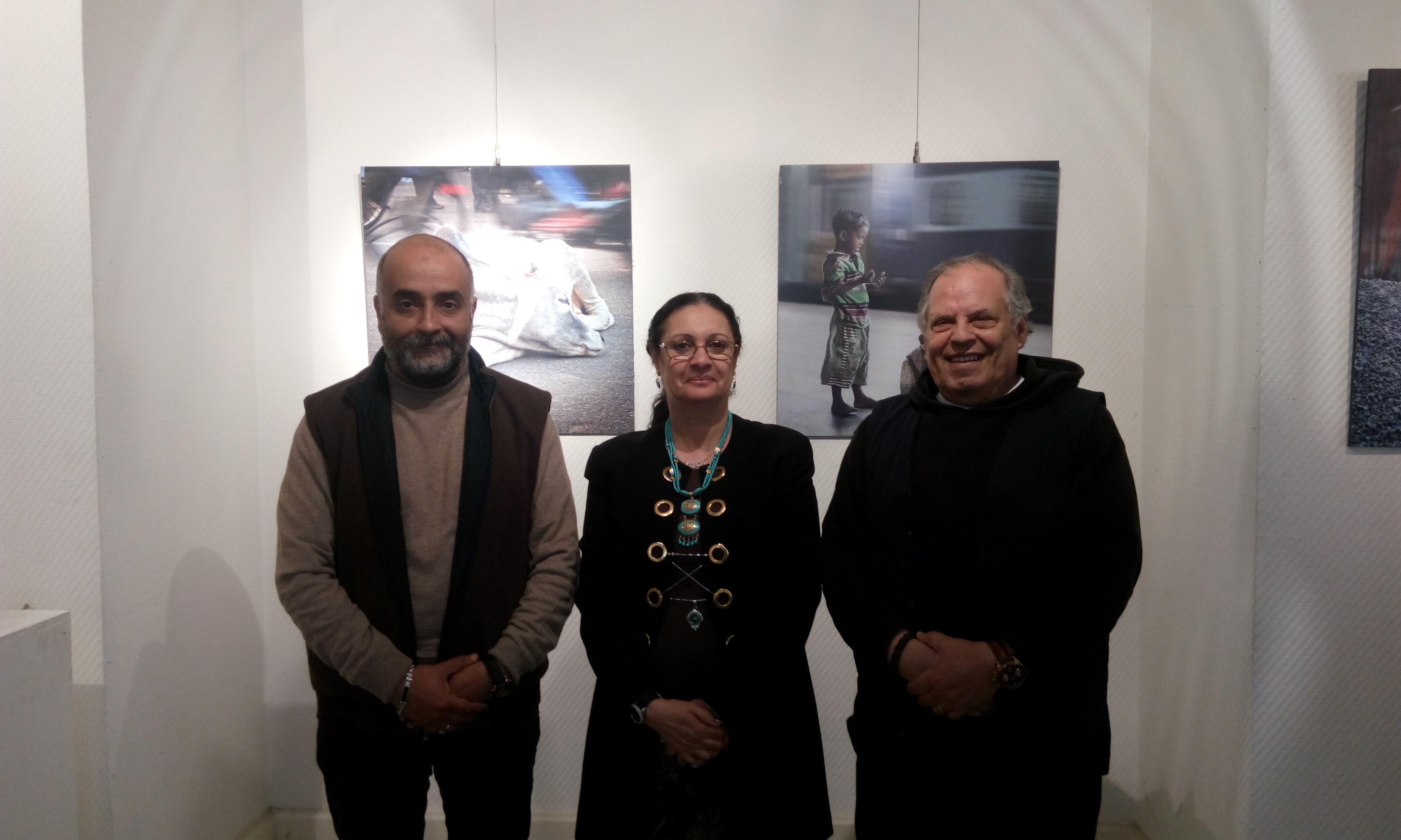 صورة د.احلام يونس رئيس اكاديمية الفنون تتفقد معرض الهند