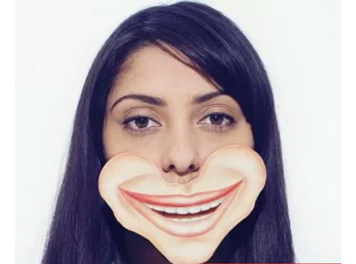 صورة هكذا يمكن التمييز بين الإبتسامة الزائفة والحقيقية