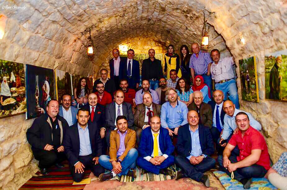 صورة ندوة بيئية مع وزير البيئة طارق الخطيب