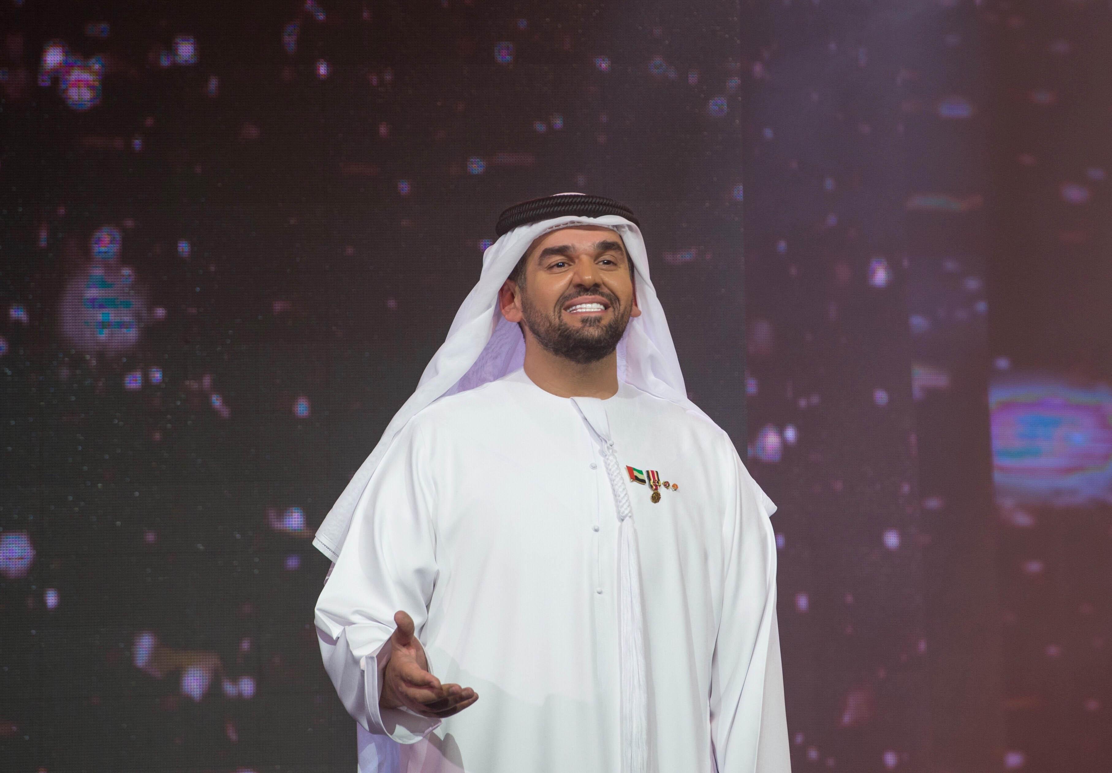 صورة حسين الجسمي ينثر رسالة التربية في تضامن وروح العمل الخليجي المشترك