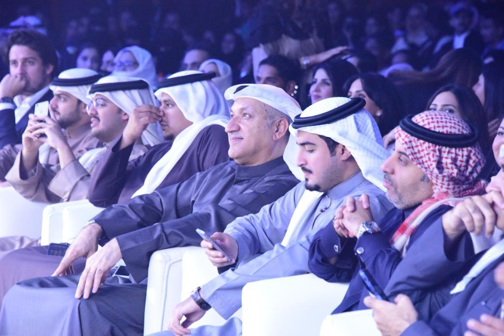صورة روتانا تشعل الاجواء البحرينية بحفل جماهيري ضخم لحسين الجسمي وأسماء لمنور