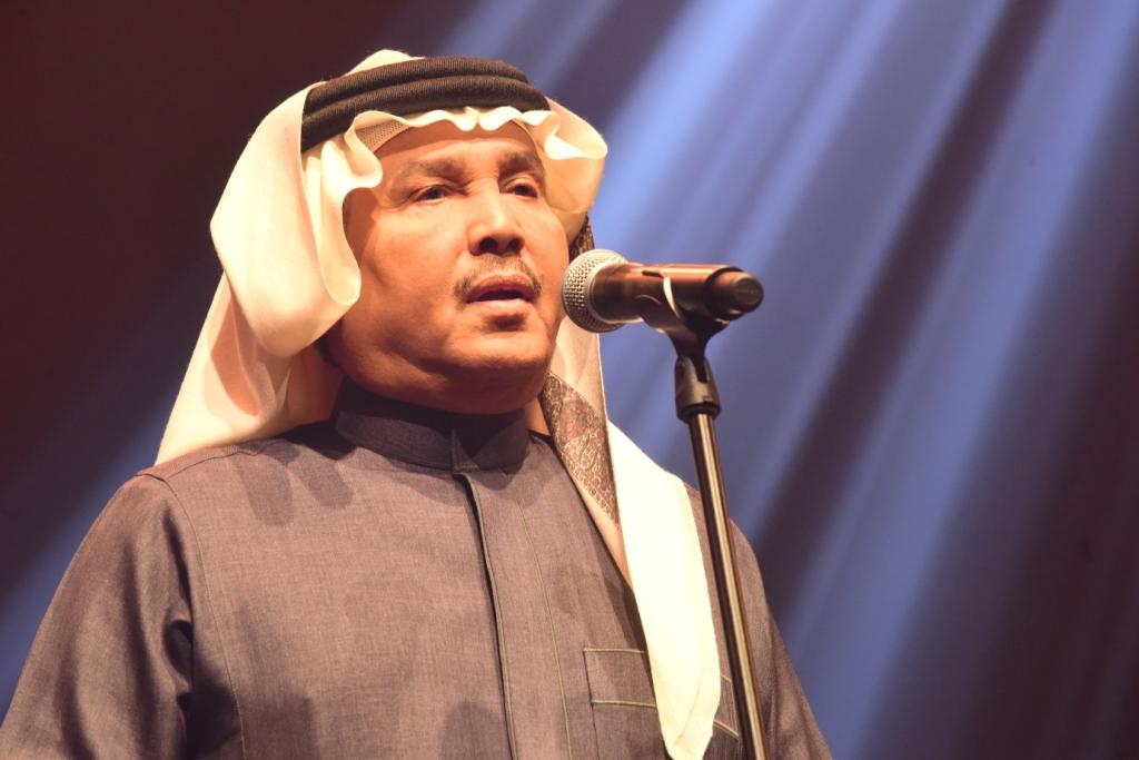 صورة فنان العرب محمد عبده والفنانة أنغام يحلقان طرباً في سماء المنامة