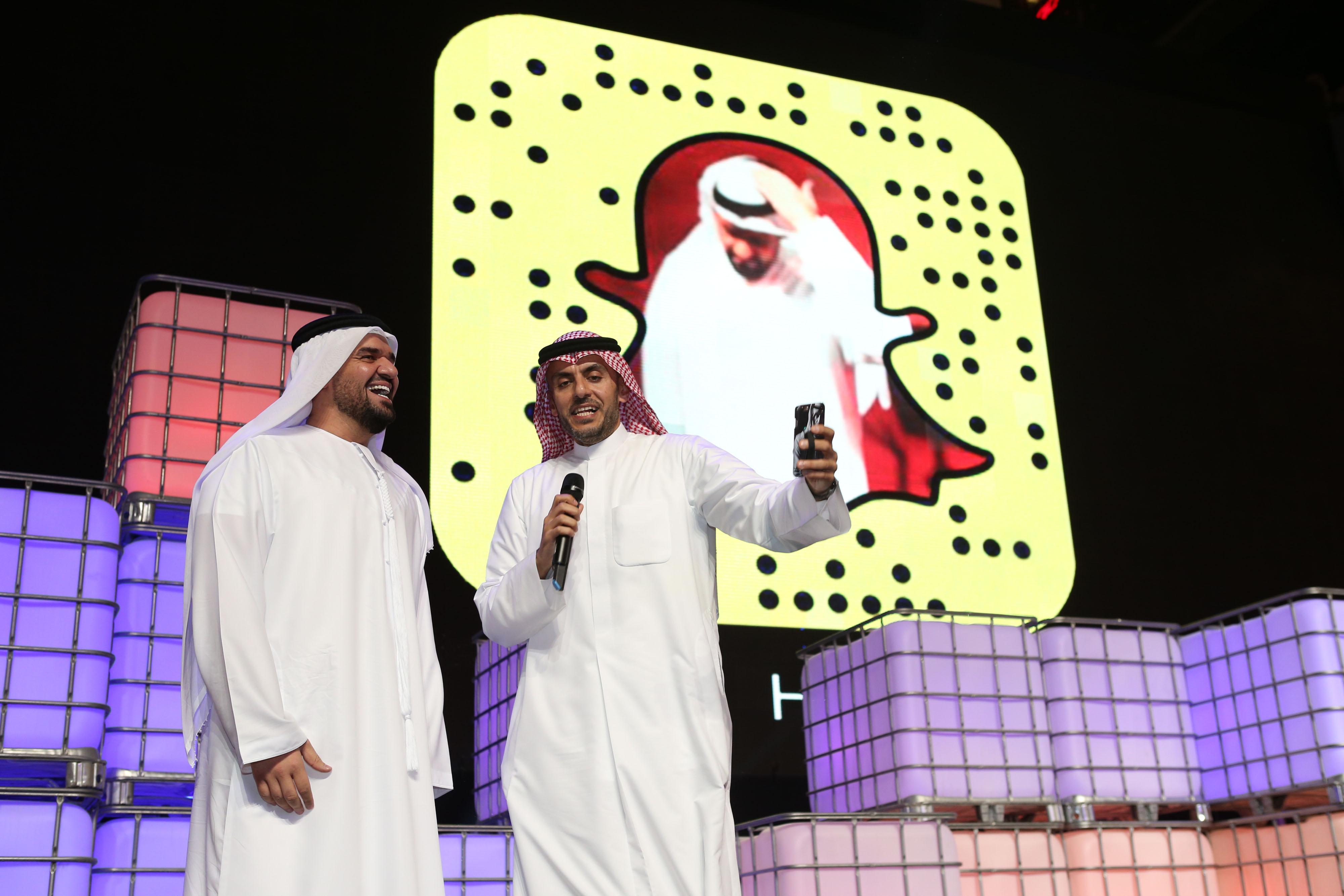صورة السابقة الأولى في الشرق الأوسط والعالم العربي  حسين الجسمي يدشن حسابه في SnapChat أمام أكثر من 200 مليون مشاهد في العالم