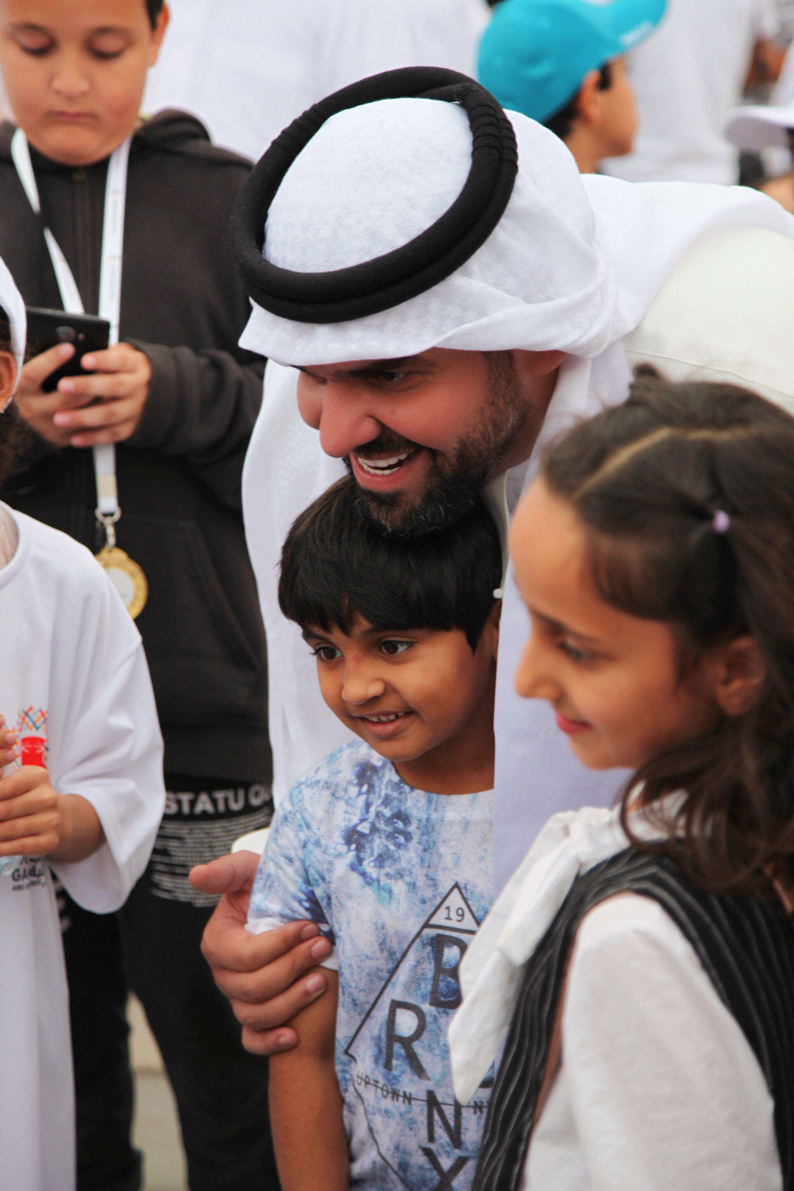 صورة حسين الجسمي يشارك بالمسيرة الانسانية .. نمشي معا .. للاولمبياد الخاص في راس الخيمة