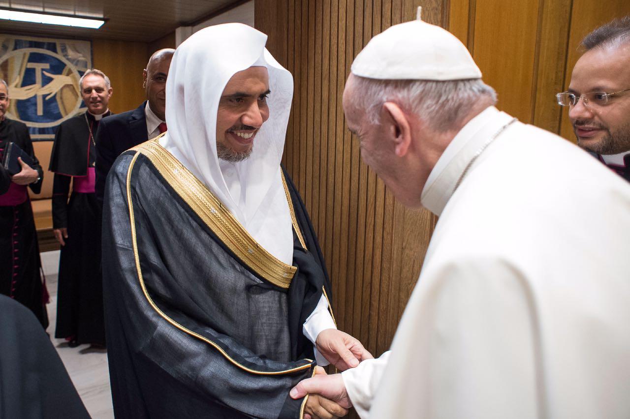 صورة أمين رابطة العالم الإسلامي يبحث مع بابا الفاتيكان قضايا السلام والتعايش المشترك