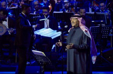 صورة استقبال حافل لمحمد عبده في افتتاح هلا الكويت 2019