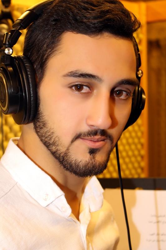 صورة الفنان عباد يغني وينادي .ياعالم اسمع .في يوم الارض