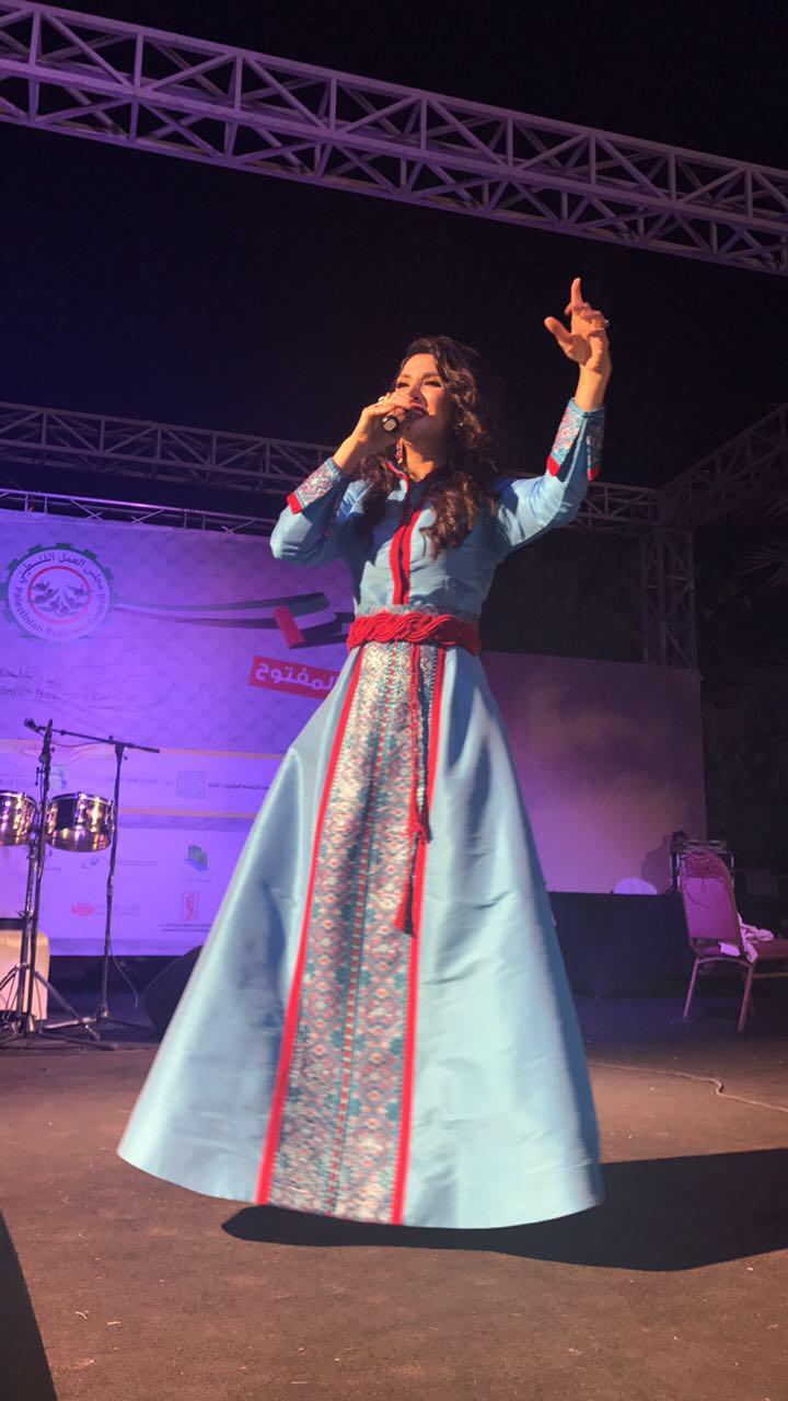 صورة زين عوض تحيي حفل مجلس العمل الفلسطيني في ابو ظبي