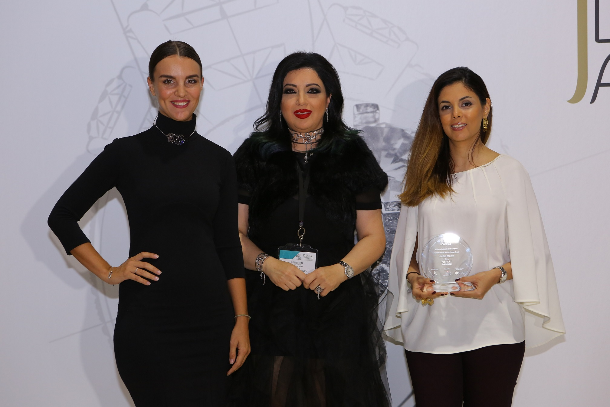 صورة بالصور اسبوع دبي للمجوهرات و المصممة مها السباعي تكرم الفائزين