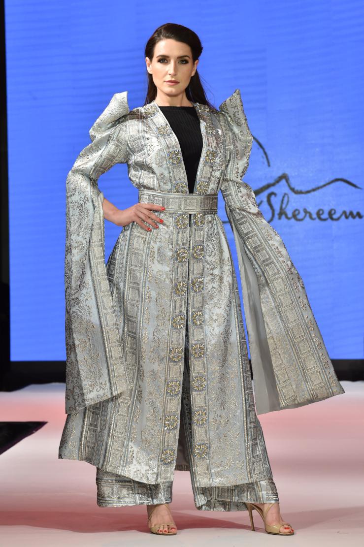 صورة دبي تجمع مصممي الأزياء  بحضور نخبة من نجوم الفن
