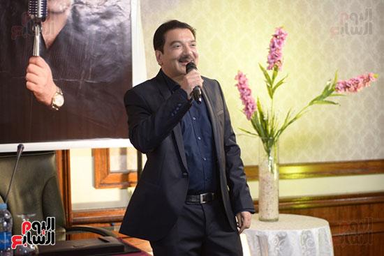 صورة مؤتمر صحفي للفنان هيثم الشاولي لاطلاق رومانسياته بعد غياب