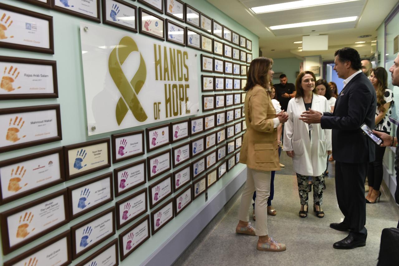صورة السوبر ستار راغب علامة يزور مركز سرطان الأطفال في لبنان وفي إستقباله رئيسة المركز السيّدة نورا جنبلاط