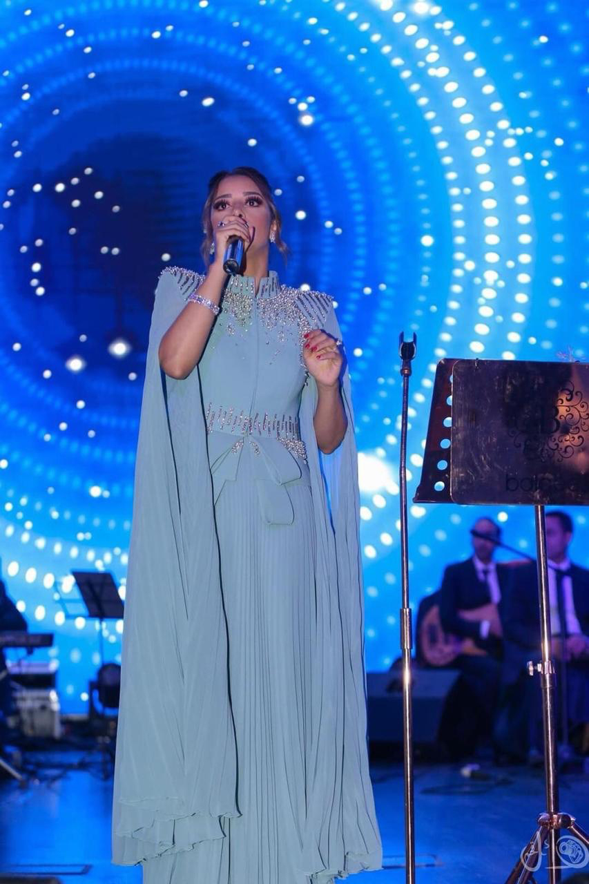 صورة النجمة بلقيس تنشر السعادة وتتالق مع جمهور حفل جازان