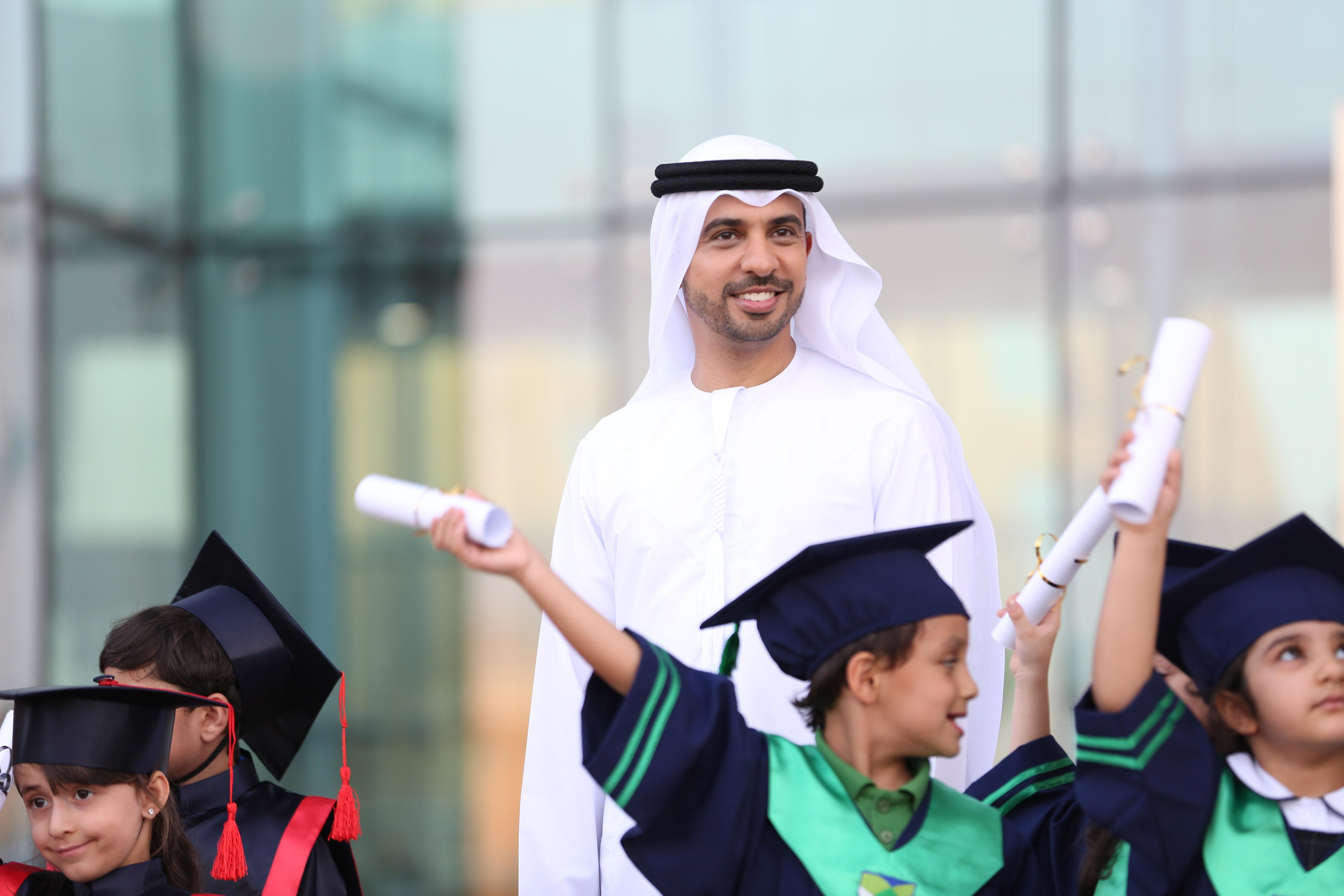 صورة المنشد احمد ابو خاطر سفير الابداع العلمي للخير والايجابية للثقافة والعلم