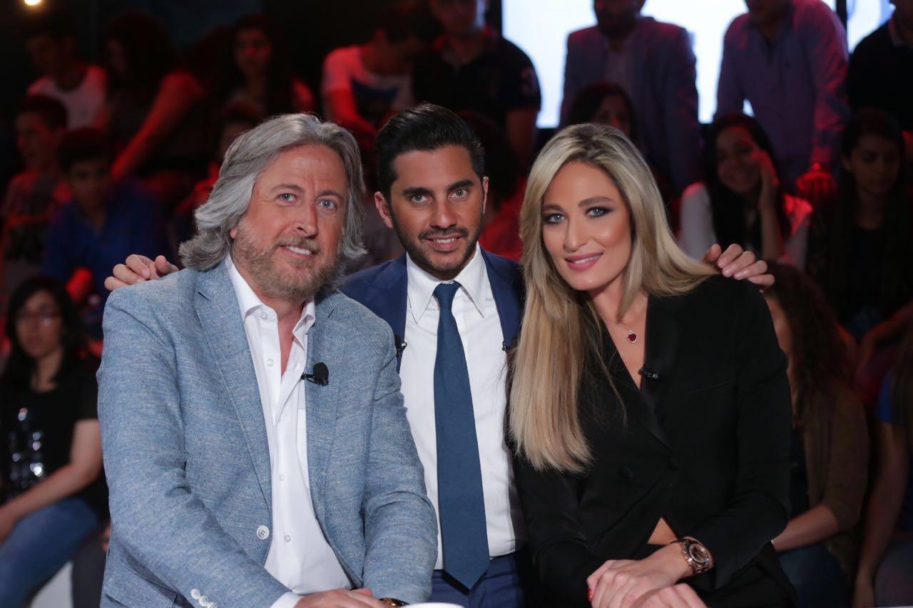 صورة منا وجر مع كميل الأسمر وميرفا القاضي والحوار المجنون