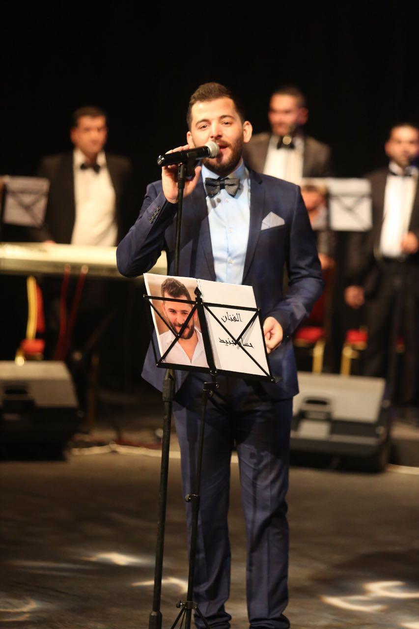 صورة حسام جنيد مع الجمهور السوري واللبناني في بيروت