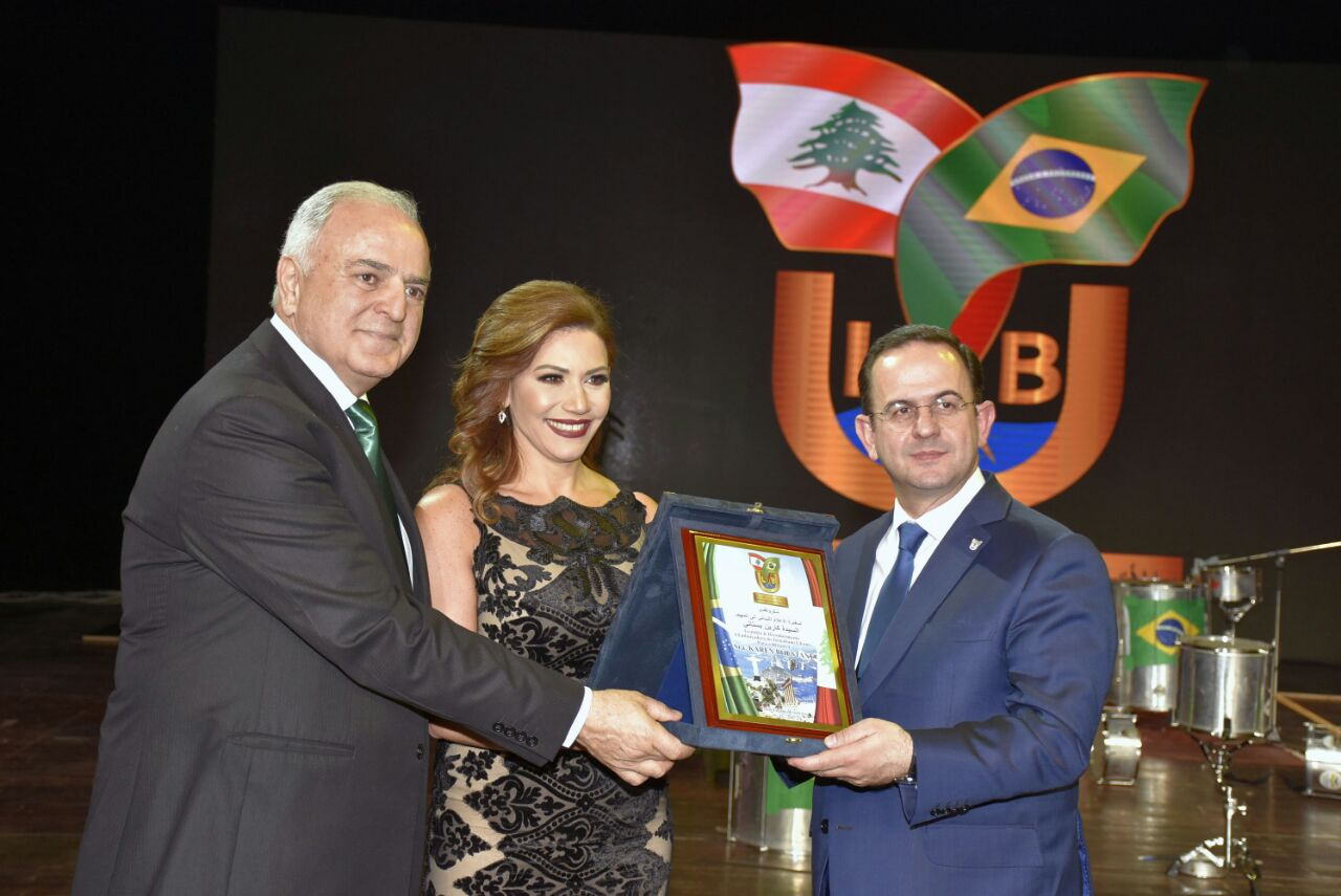 صورة الإعلامية الكاتبة اللبنانية كارل البستاني  سفير بلادها للاعلام الي المهجر