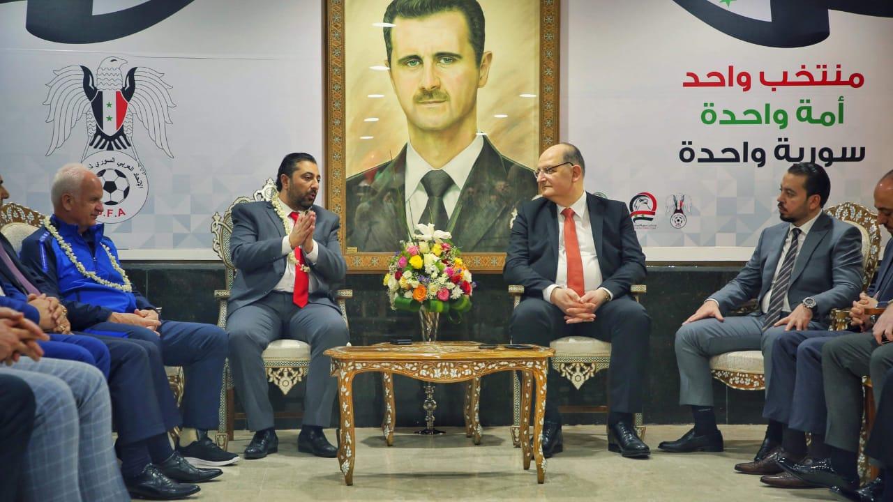 صورة السفارة السورية ومجموعة دامسكو تكرما المنتخب السوري بالامارات