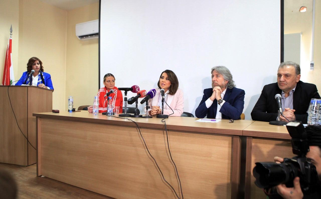 صورة نقاش وجدل بندوة سيدتي حول الصحافة والسوشيال ميديا بين اهل فن واعلام