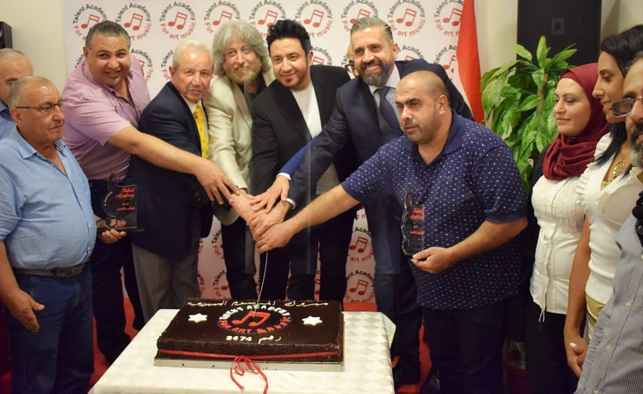 صورة احتفالية يقيمها المطرب الفنان وسام دمج لمناسبة حصول اكاديميته علي المرسوم الجمهوري