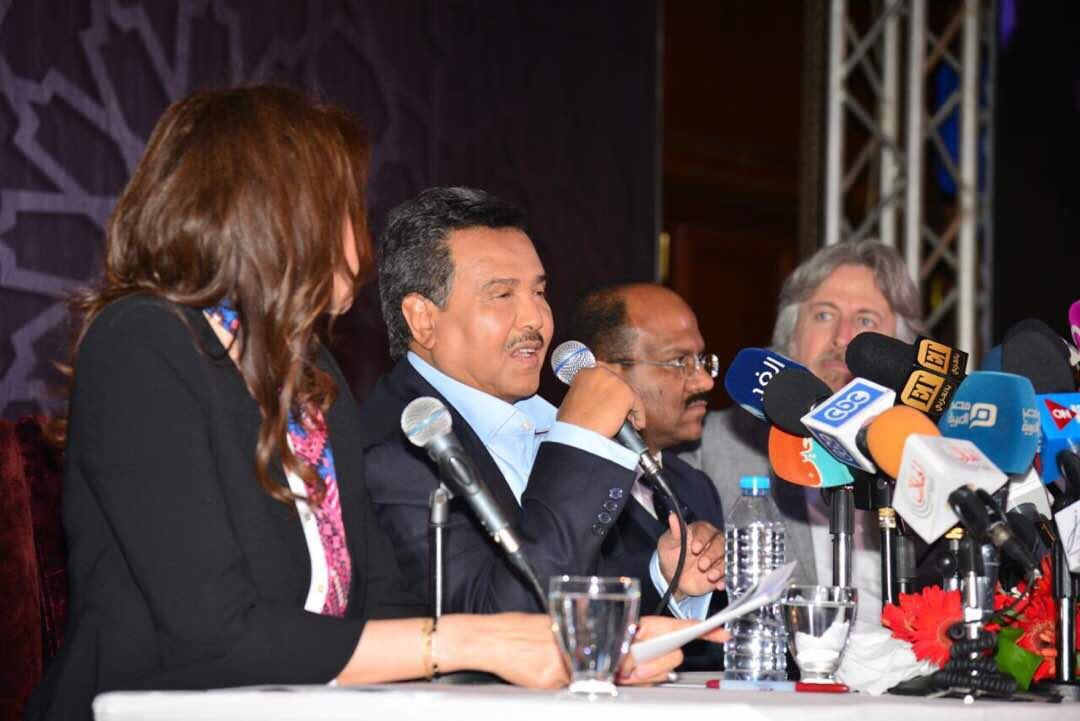 صورة محمد عبده في أوبرا القاهرة بألحان طلال وشعر البدر …