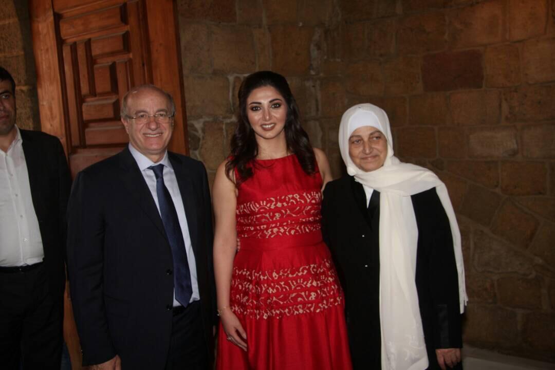 صورة الكاتبة نورا الحريري في قصة ورواية
