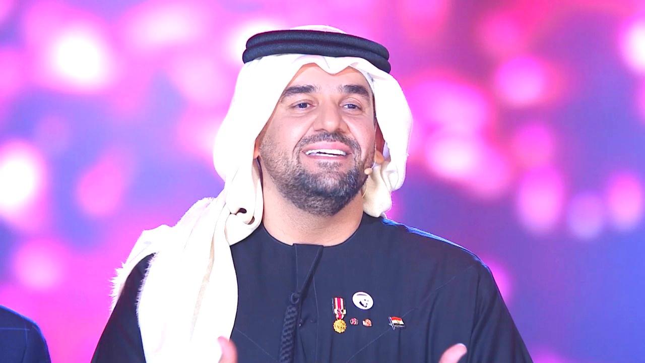 صورة حسين الجسمي يغني بطل الحكاية مع ذوي الاحتياجات الخاصة في حضور الرئيس