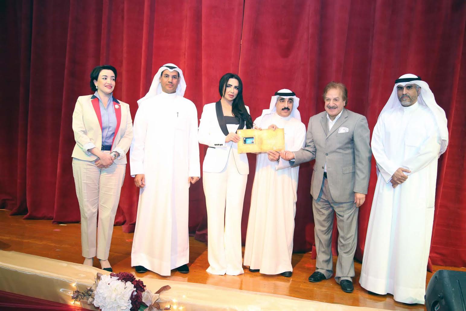 صورة المنظمة التنموية للطاقة المتجددة .تكرم السفيرة . وفاء بن خليفة .