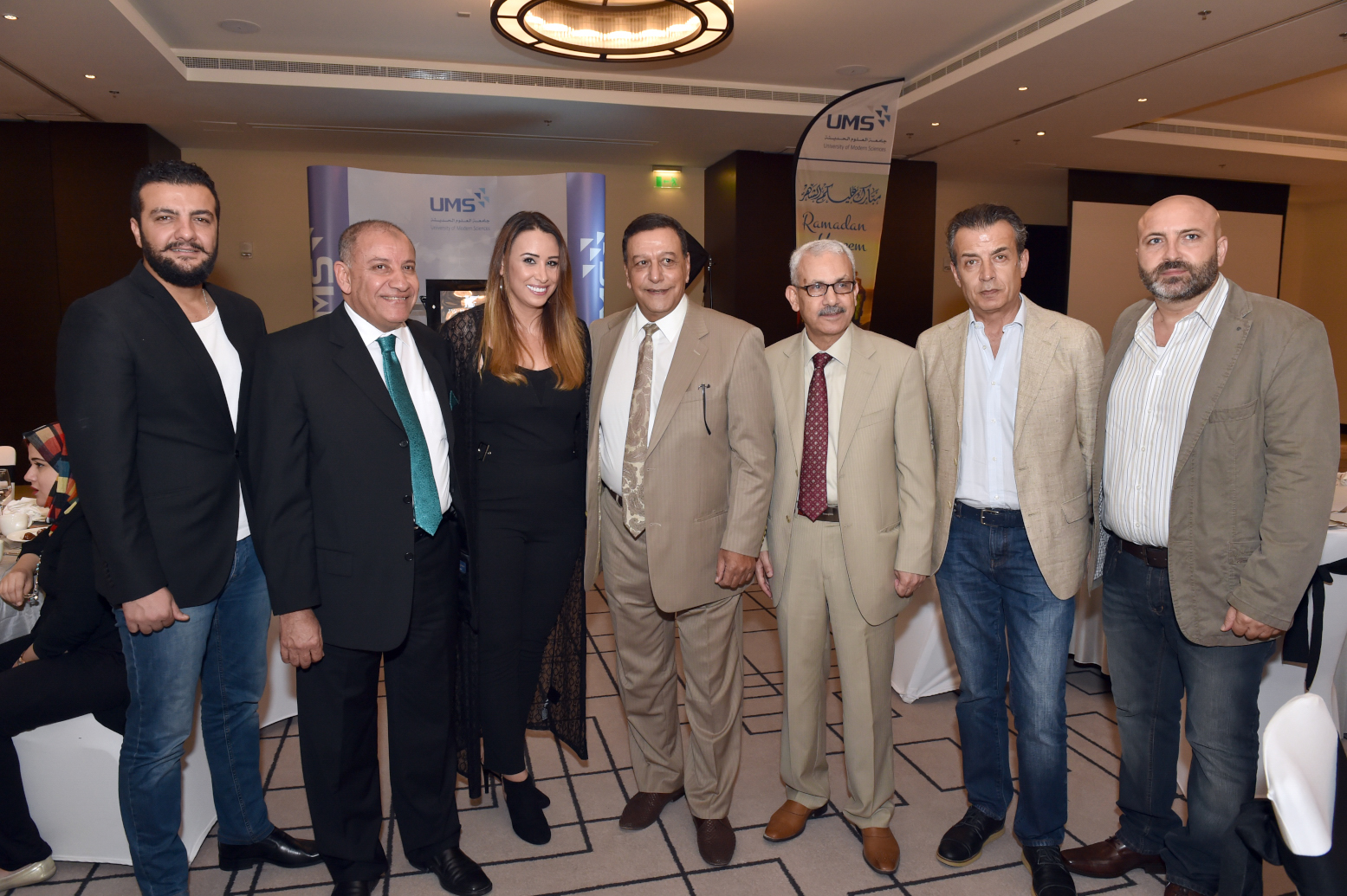 صورة نجوم الفن والاعلام في يجتمعون بحفل جامعة العلوم في دبي