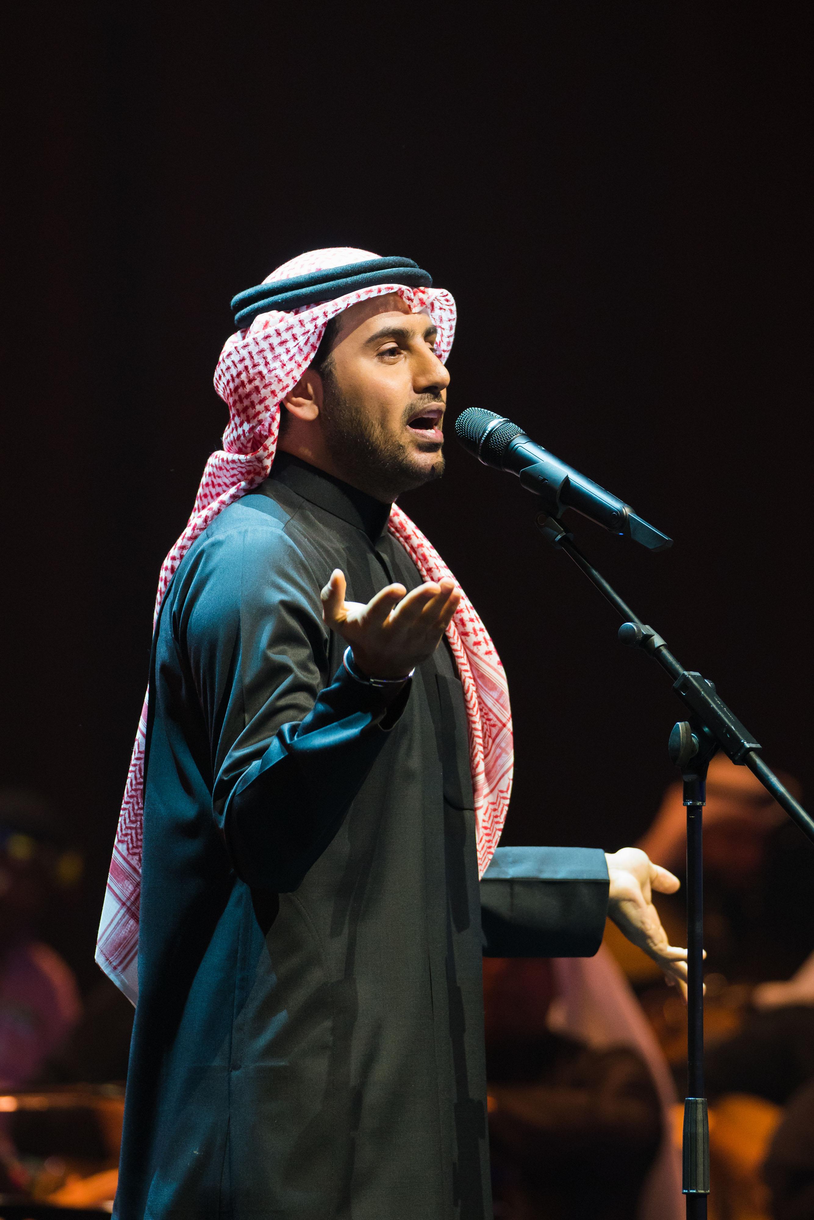 صورة فؤاد عبد الواحد يتالق في تكريم بومحضار في ليلتين بالكويت