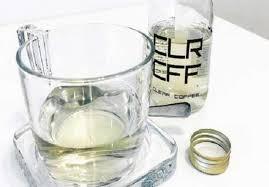 صورة قهوة شفافة للحفاظ على لون أسنانك