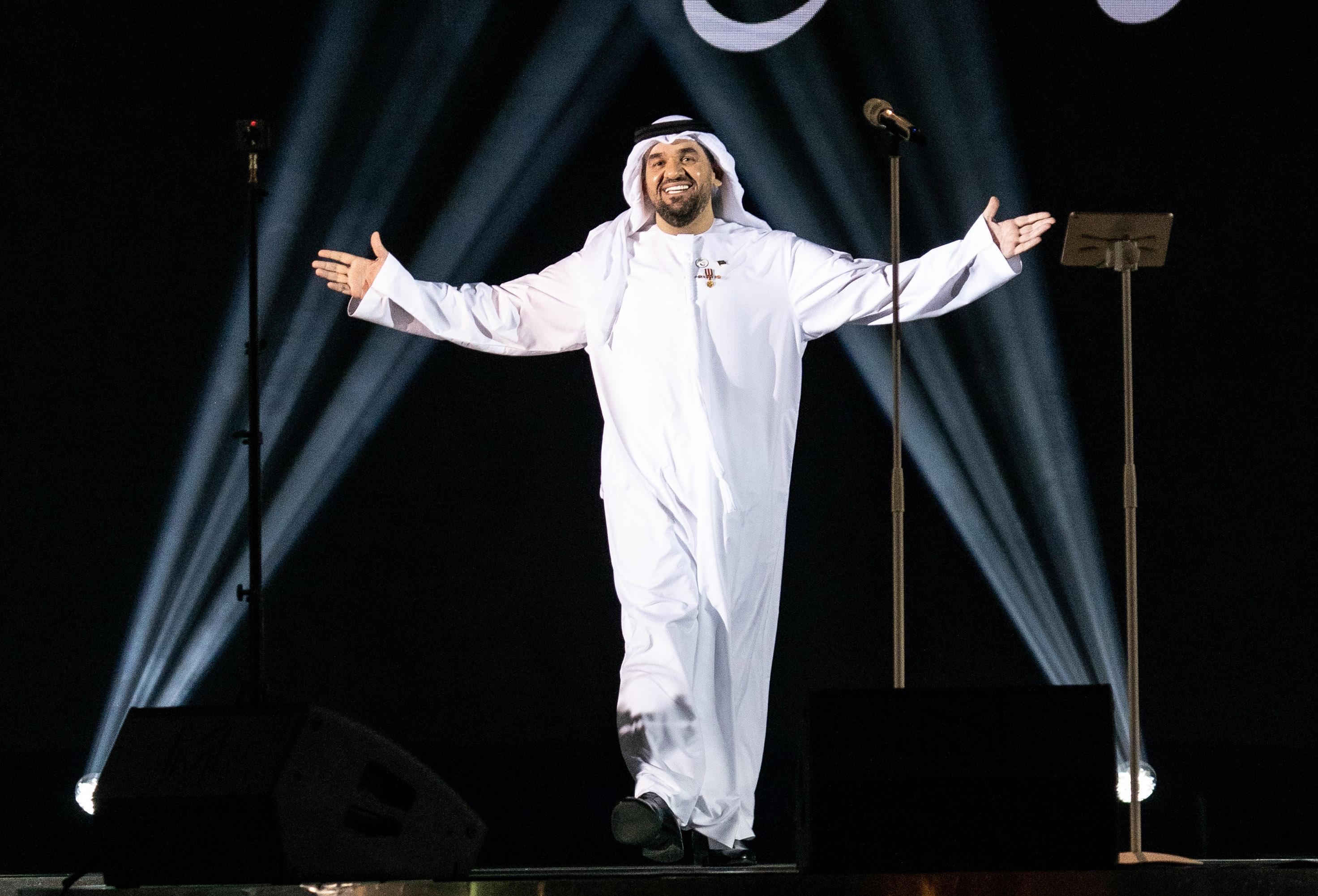 صورة الاميرعبد الرحمن بن مساعد يكرم حسين الجسمي بلقب العبقري جدا