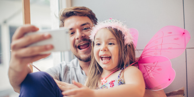 """صورة ليست مبالغة.. دراسة تكشف """"أبو البنات"""" أكثر حناناً من آباء الذكور"""